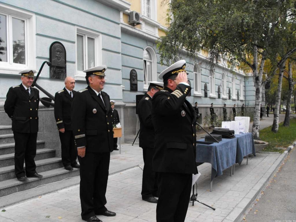 Награждаване на кап. 1 р. доц. д-р Цветков от Министъра на отбраната